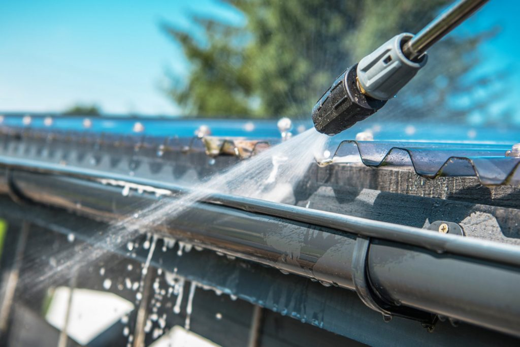 Top Reasons to Clean your Gutters